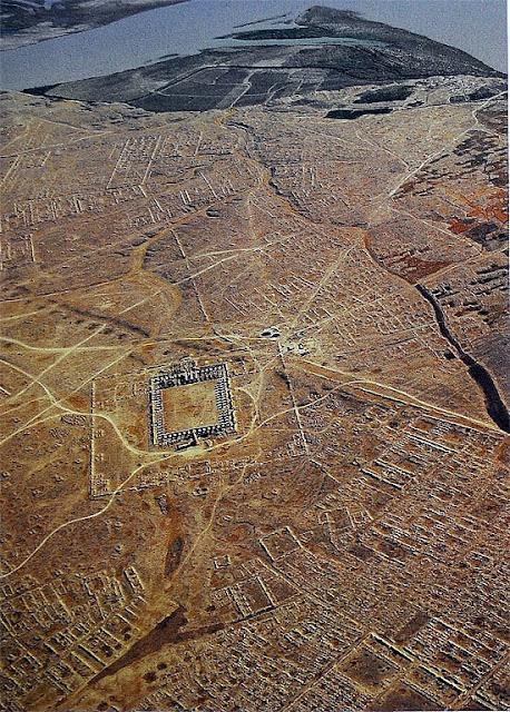 Сама́рра (араб. سامراء) — город в Ираке, на восточном берегу реки Тигр, в 125 км к северу от Багдада. По состоянию на 2002 год, его население составляло 201 700 жителей. Город протянулся на 41,5 км вдоль берега Тигра; с севера, востока и юга вместо стен его защищают древние ирригационные каналы.