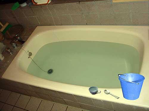 Amici in allegria il test della vasca da bagno - Vasca da bagno in francese ...
