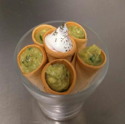 conos de guacamole alocados en la cocina