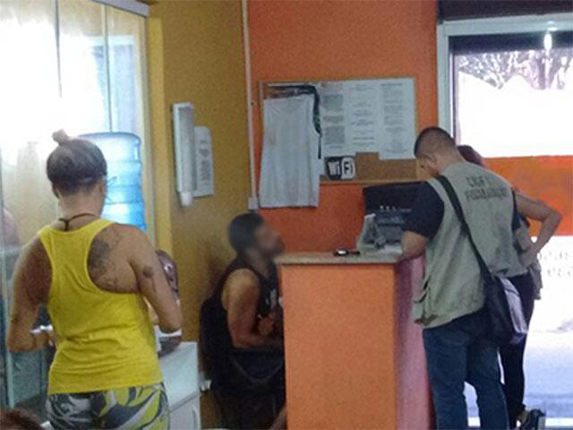 Fiscal do CREF1 durante operação em Angra dos Reis. Foto: Divulgação