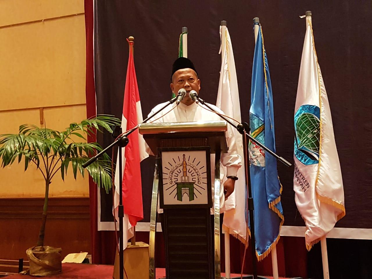 Wisuda STIBA Makassar, Adian Husaini Jelaskan Spirit Pendidikan Terbaik Sesuai UUD