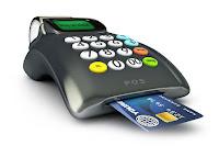 Altında kart katılı olan bir POS cihazı