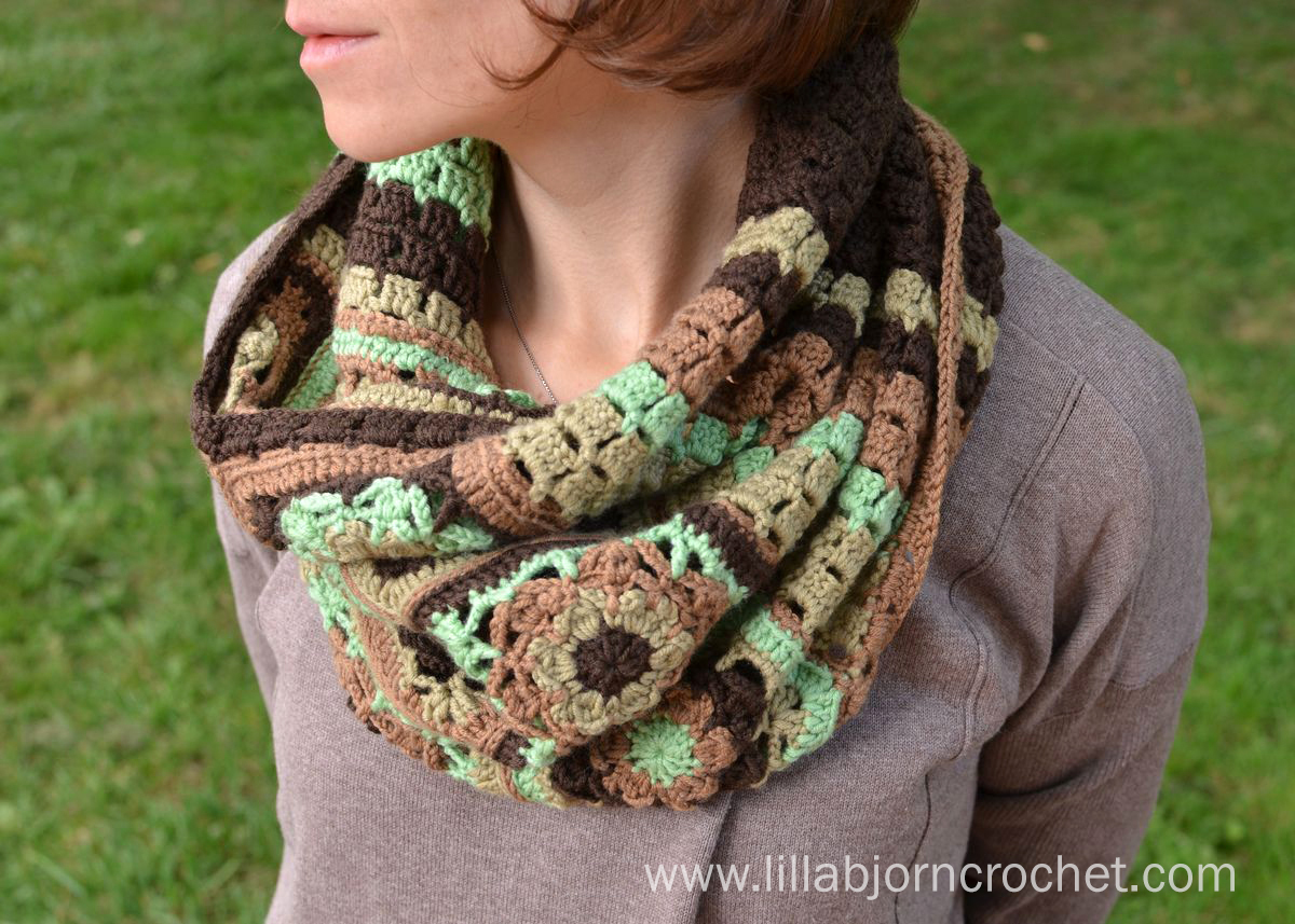 Crocheted cowl in autumn colors with a granny-stitch vibe