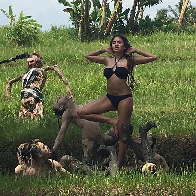 10 Foto Paling Hot Nikita Mirzani Dari Pamer Tato Sampai Pakai Bikini Perlihatkan Bra