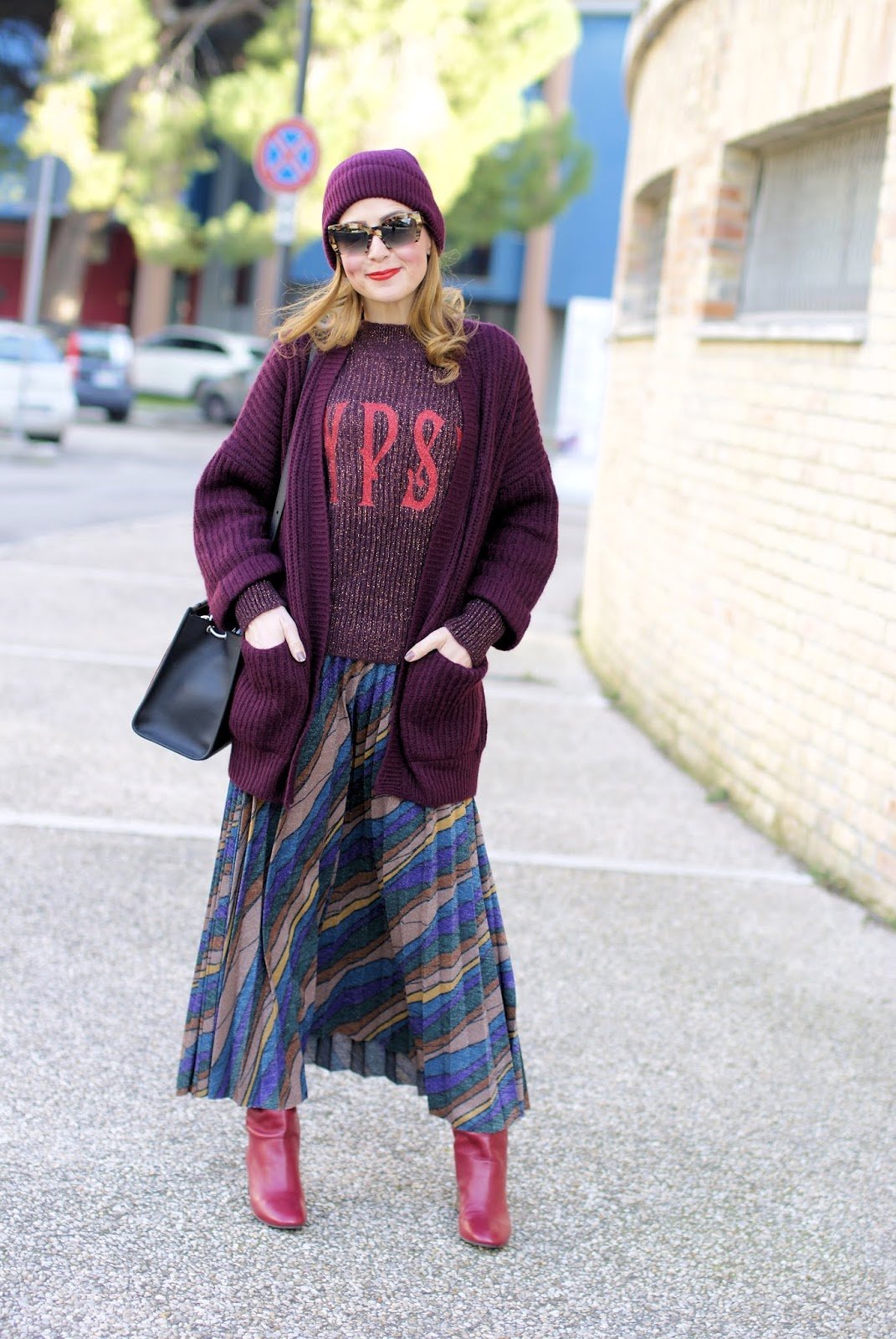 How to wear a maxi skirt with boots? Mastering the layering trend on Fashion and Cookies fashion blog, fashion blogger style