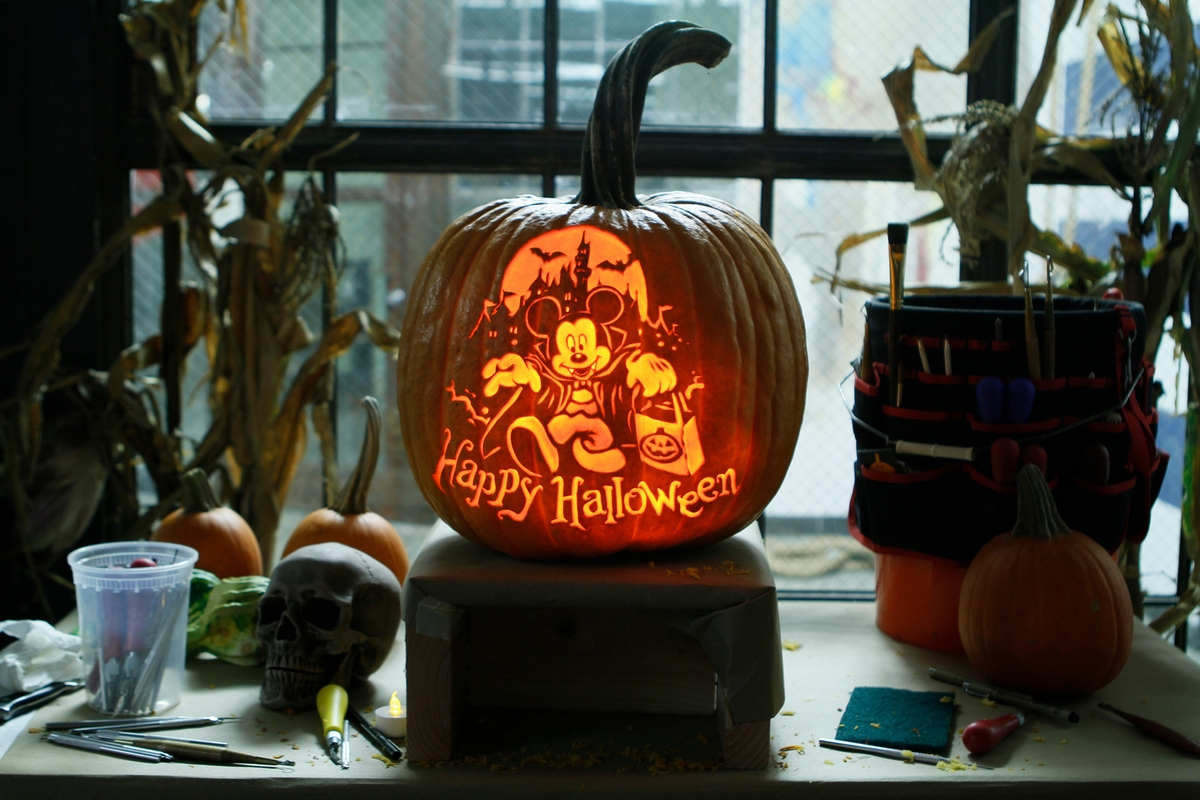 08-Happy-Halloween-Maniac-Pumpkin-Carvers-Introduce-Halloween-www-designstack-co