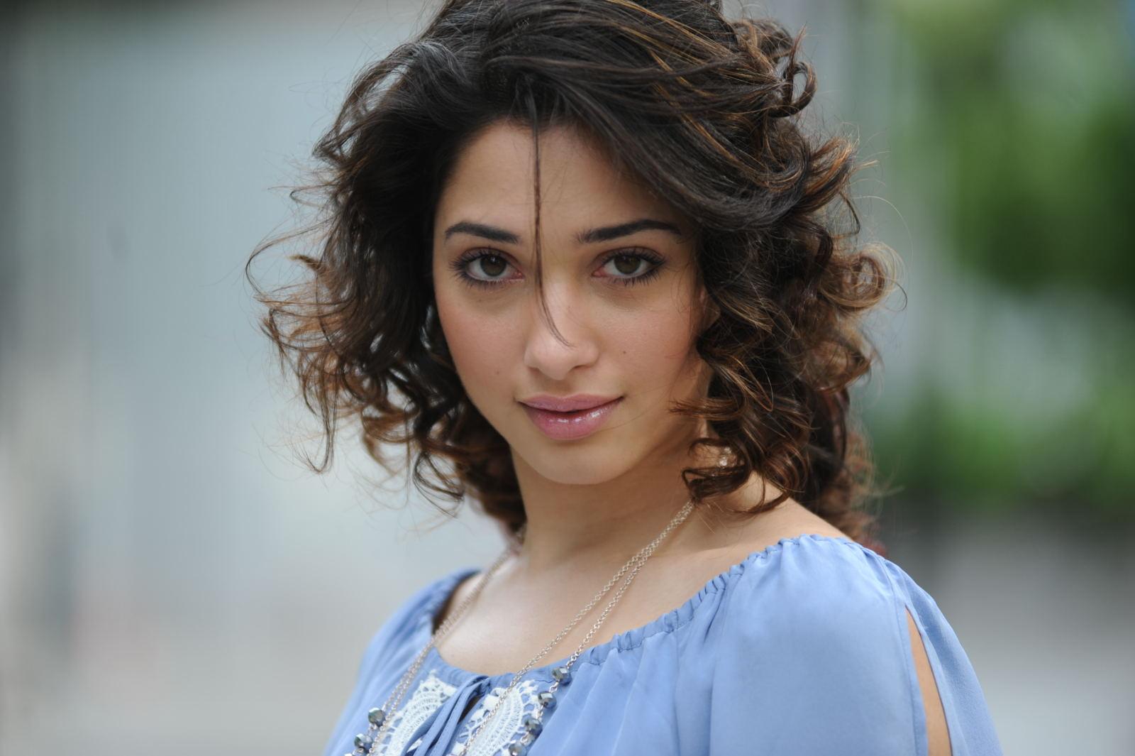 Tamanna Wallpapers Hd Laptop: Tamanna Cute Face Expression Nice Looking Pics-1