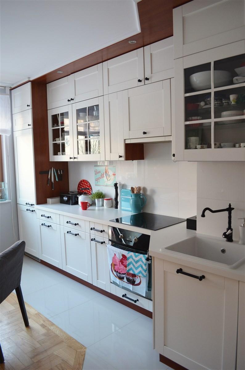 dekorator amator Dwie białe kuchnie -> Kuchnie Z Uchwytami