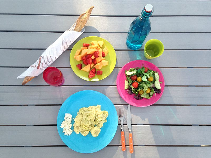 Alfresco dining at Glisten Camping