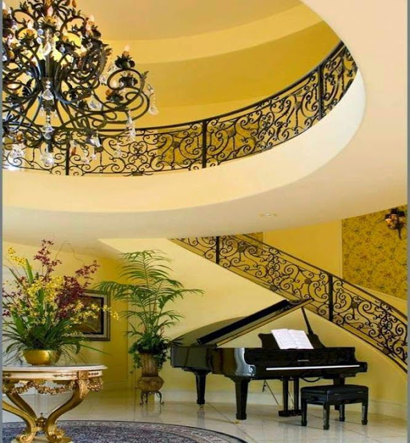 Modern staircase design for duplex apartments