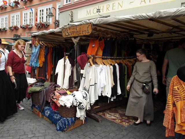 Gewandstand beim Mittelaltermarkt in Bad Langensalza