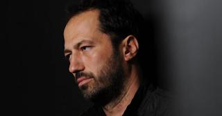 Δημήτρης Σειρηνάκης: «Το 60% της showbiz έχει περάσει από το γραφείο και από γυρίσματα»