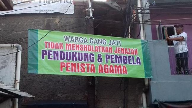 FOTO Spanduk Tidak Mensholatkan Jenazah Pendukung & Pembela Penista Agama Hebohkan Netizen