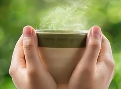 https://www.infokesehatan.web.id/2018/07/manfaat-minum-air-hangat-untuk-kesehatan.html
