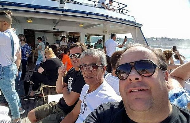 Joselo López y Juan Castillo en selfie desde un yate de lujo