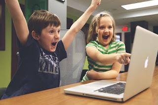 Menilik Beberapa Kebiasaan Anak Zaman Sekarang yang Bikin Geleng Kepala