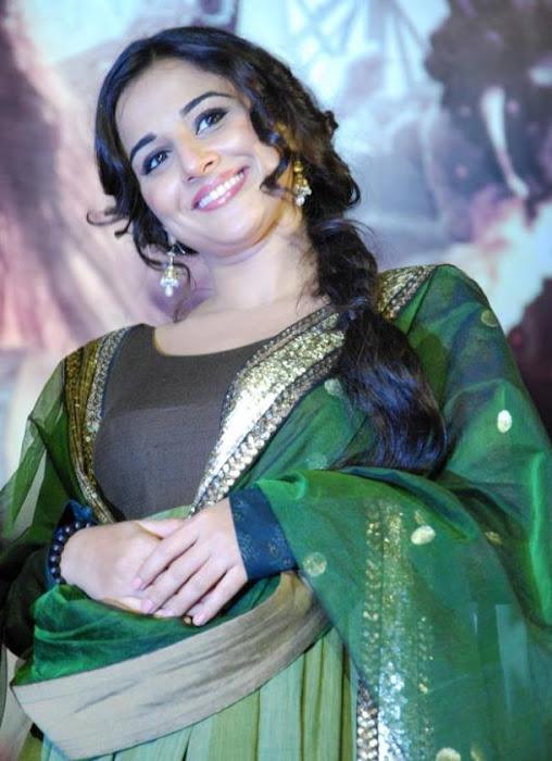Actress Vidya Balan Latest HD Cute Photos
