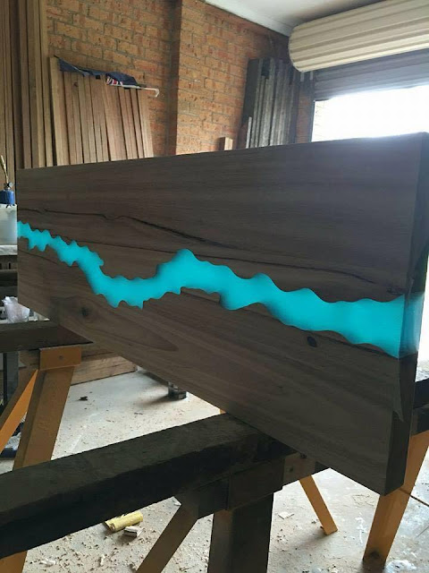 Guide%2BEpoxy%2BResin%2Bpouring%2Bglue%2Ba%2Btransparent%2Btable%2Bmirror%2B%25287%2529 Information Epoxy Resin pouring glue a clear desk reflect Interior