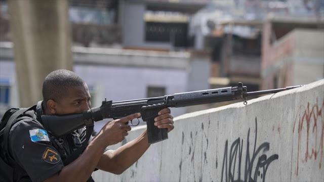Ejército brasileño se enfrenta a tiros con narcotraficantes en Río