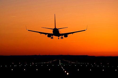 Viajar En Avión Los Hombres Que Viajan En Primera Y: Liou Emotions: Viajar Con Hombres En Avión