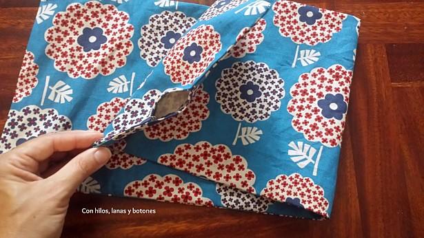 Con hilos, lanas y botones: Renovamos sillas de director con telas bonitas (I)