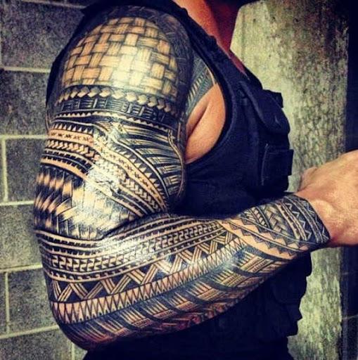 Maori tatuagens tribais para os homens no braço
