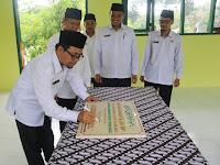 Kabid PendMa Kanwil Kemenag Jatim Resmikan 2 Lokal RKB MTsN 1 Probolinggo