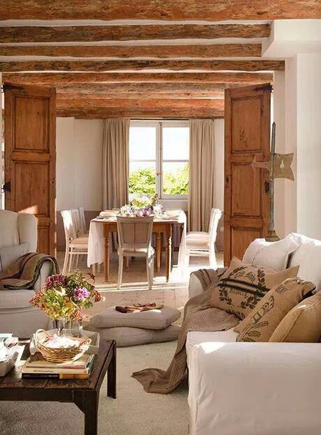 salón con toques rústicos y modernos