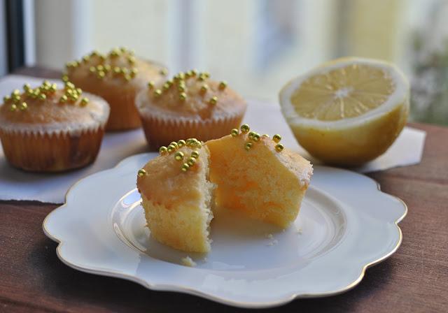 Fluffiger Zitronenkuchenmuffin - auch von innen ansehnlich