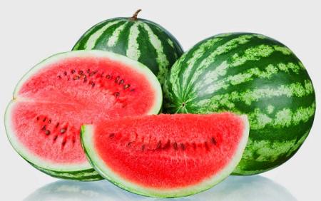 cara menghilangkan noda hitam di wajah dengan semangka