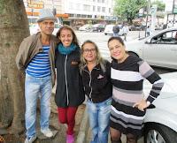 Coreógrafo Toni Couto e professoras Carolina Cox, Hebe Otto e Elaine Melo: homenagem ao Dia da Dança em via pública