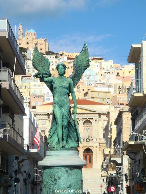 Pomnik Nike w mieście Ermoupolis Syros Grecja