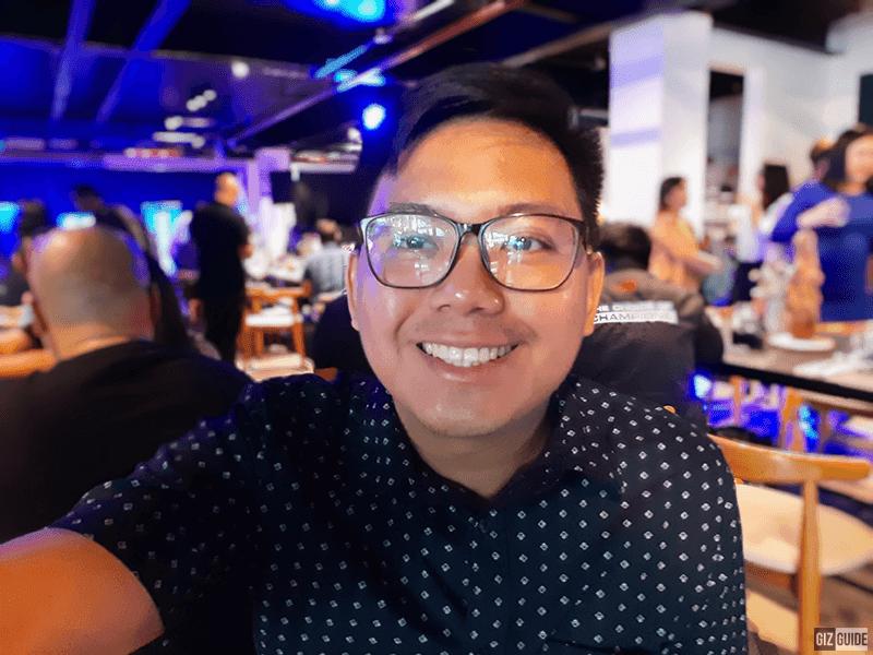 Indoor selfie bokeh