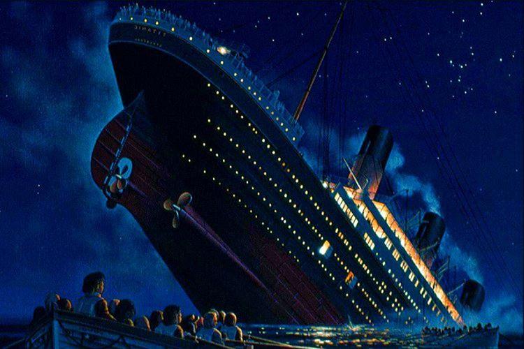 RMS Olympic'ten Titanik'e geçiş yapan Rose, Titanik'in battığı felaketten son anda kurtuldu.