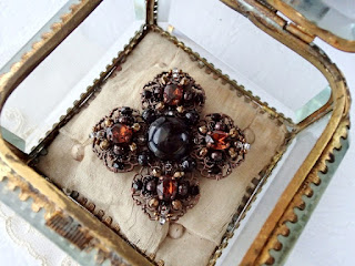 vintage style jewelry, brooch, brooches