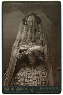 foto wanita vampire di jaman dahulu