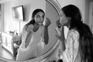 Ayna karşısında süslenmek