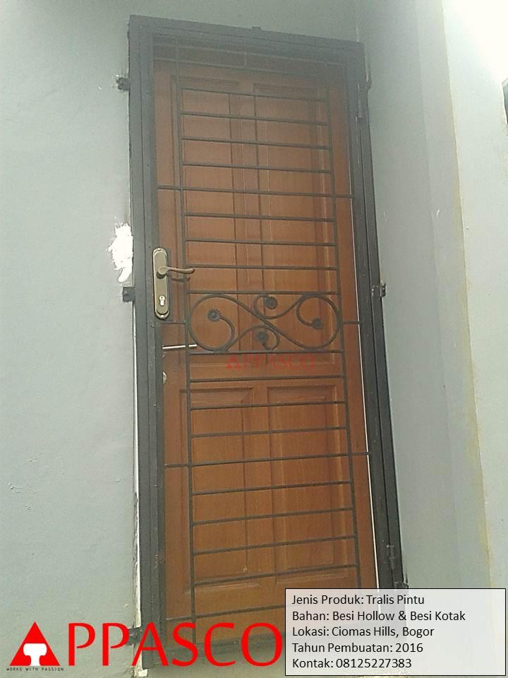 Pintu Besi Teralis di Ciomas Hill