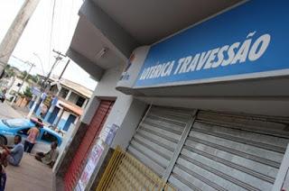 http://vnoticia.com.br/noticia/2433-bandidos-arrombam-loterica-de-travessao-de-campos-e-levam-r-100-mil