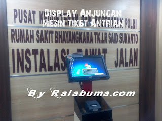 display anjungan mesin tiket antrian