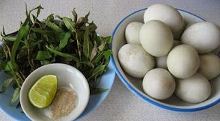 Nên ăn trứng vịt lộn (cút lộn) với rau răm?