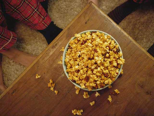http://www.porkbeinspired.com/recipes/sriracha-bacon-caramel-popcorn/