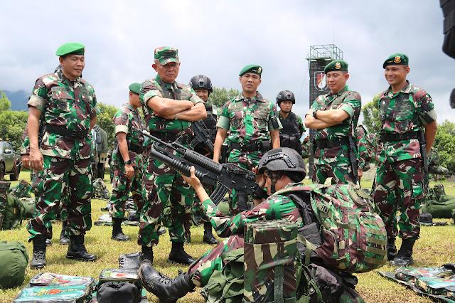 Asops Panglima TNI Periksa Gelar Kesiapan Personel Satgas Pamtas RI-PNG Yonif R 514 Kostrad di Bondowoso