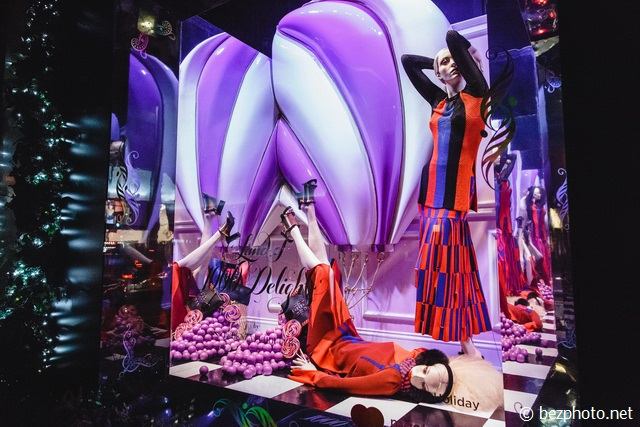 christmas window display saks fifth avenue 2016