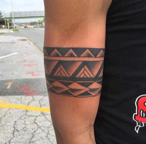Este tribal tat