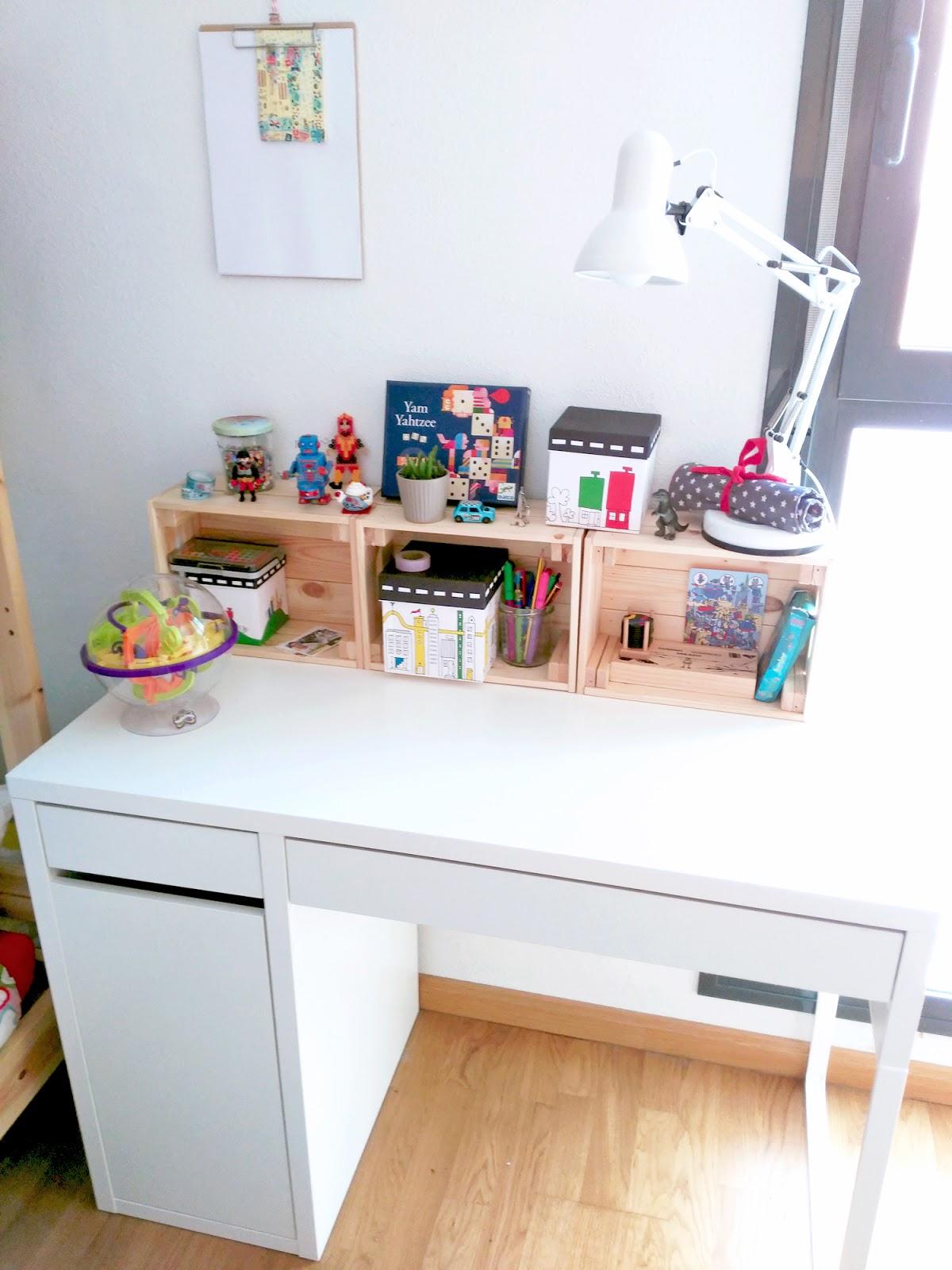 C mo hemos organizado y decorado el nuevo escritorio de for Decoracion de escritorios en casa