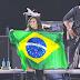 Demi Lovato se apresenta no Villa Mix e diz que Brasil é seu país favorito