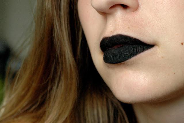 Trend Testing - schwarze Lippen mit Kajal