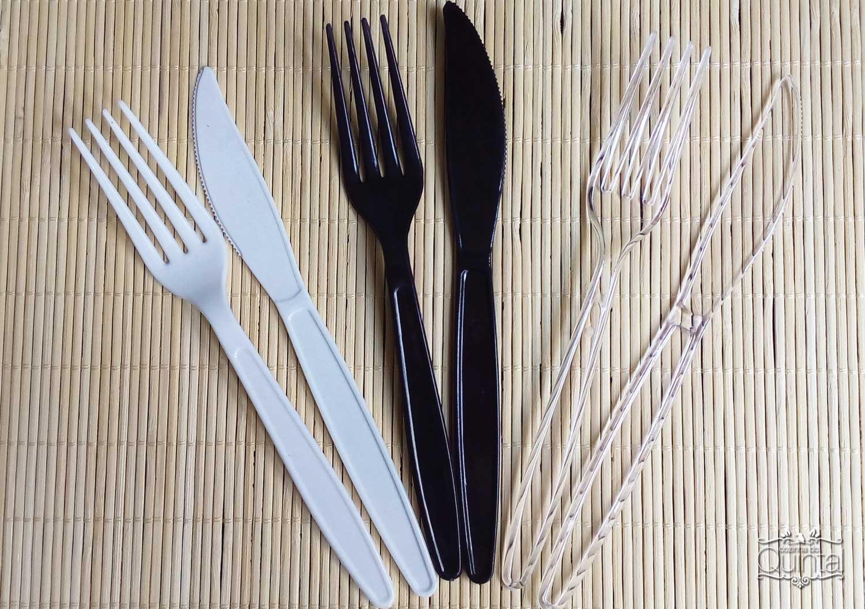 Talheres Mac Plásticos na Cozinha do Quintal