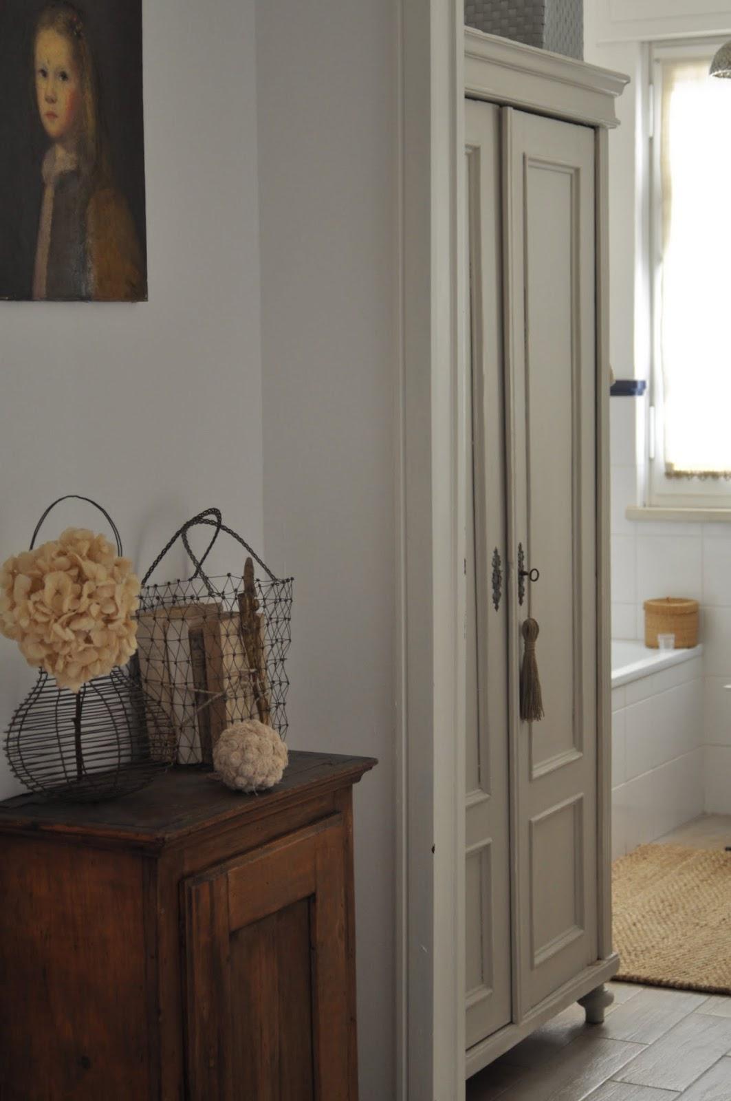 le bianche margherite dans ma salle de bain. Black Bedroom Furniture Sets. Home Design Ideas